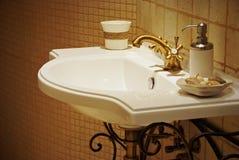 Fregadero en sitio del baño Imagen de archivo libre de regalías
