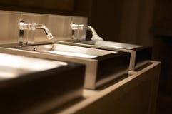 Fregaderos de lujo del acero inoxidable   Fotografía de archivo libre de regalías