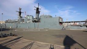 Fregatte Königs Ferdinand festgemacht im Hafen stock video footage