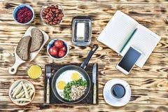 Freiberufler, außerhalb des Büros, Mittagessen, Café, Business-Lunch, scrambl Lizenzfreie Stockfotos
