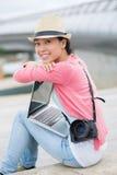 Freiberuflich tätiger reizender Fotograf Lizenzfreie Stockfotos