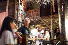 Freie Ausführung Blau-Band Steins in ein Nachtclub klebriger Reis-dem Blau lizenzfreies stockbild