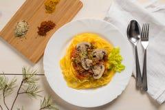 Freie Maisteigwaren des Glutens mit Gemüse stockfotos