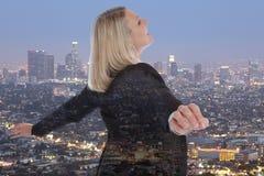 Freie Managerstadt d des Geschäftsfrau-Geschäftsfraufreiheitskonzeptes Lizenzfreies Stockbild