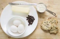 Freie Schokoladensplitterplätzchen und -bestandteile des Glutens Stockfotos