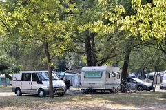 Freie Stellen mit dem Campingplatz Stockfotos