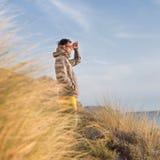 Freier aktiver Mann, der Schönheit der Natur genießt Stockfotografie