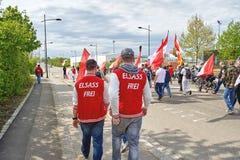 Freier Elsass Text Elsass Frei auf protester' s-Kleidung Stockfotos