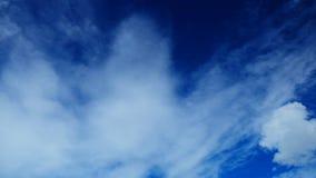 Freier Hintergrund des blauen Himmels Stockfotografie
