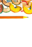 Freier Raum mit gestreiftem Bleistift und Schnitzeln Stockbilder