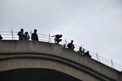 Freier Sprung im Fluss Lizenzfreies Stockbild