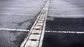 Freies Asphalt Outdoor Parking Lot After-Regnen Stockbilder