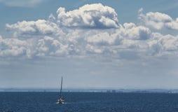 Freies Boot in das Meer Stockfoto