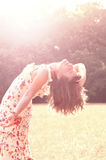 Freies glückliches Frauengenießen Stockfotografie