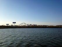 Freies Wasser und blauer Himmel Lizenzfreie Stockbilder