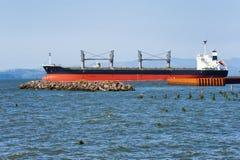 Freighter Na Kolumbia rzece Obrazy Stock