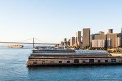 Freighter Pod zatoka mostem Emarcadero Obrazy Royalty Free