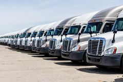 Free Freightliner Semi Tractor Trailer Trucks Lined Up For Sale. Freightliner Is Owned By Daimler AG III Stock Image - 119046131