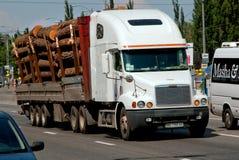 Freightliner tung lastbil Royaltyfri Bild