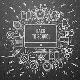 Freihändige Kreidezeichnungs-Schuleinzelteile auf der schwarzen Tafel Zurück zu Schule Lizenzfreies Stockbild