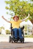 Freiheit des behinderten Mannes lizenzfreie stockbilder