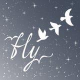 Freiheit Inspirierend Zitat Moderne Kalligraphiephrase mit Schattenbildvögeln Muster des nächtlichen Himmels Stockfotografie