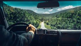 Freiheits-Autoreise-Wanderlust-Ferien-Konzept lizenzfreie stockfotografie