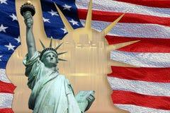 Freiheitsstatue auf Insel in New York mit Flagge Lizenzfreies Stockfoto
