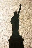 Freiheitsstatue silhouettierte. lizenzfreies stockfoto