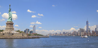 Freiheitsstatue und New- York Cityskyline, NY, USA Stockfotos