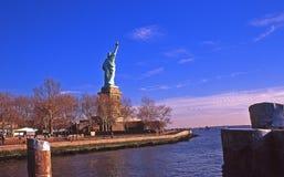 Freiheitsstatue vom Pier Stockfoto