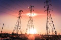 Freileitungsmaste der elektrischen Leistung lizenzfreies stockbild
