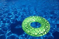 Freiluftswimmingpool stockbild