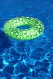 Freiluftswimmingpool stockbilder