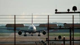 Freinage à fuselage large d'avion banque de vidéos