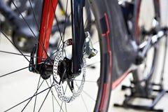 Freio de disco dianteiro que compete a bicicleta Fotografia de Stock