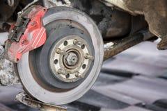 Freios de disco traseiros em um carro da reunião Fotografia de Stock Royalty Free