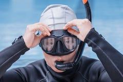 Freitauchentraining auf Swimmingpool Lizenzfreie Stockbilder