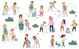 Freiwillige, die Abfall- und Plastikabfall für die Wiederverwertung des Satzes erfassen, Eltern und Kinder, die an der Speicherbe lizenzfreie abbildung
