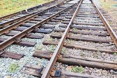 Frekwencje na kolei Poręcze, tajni agenci i gruz na kolejowym śladzie, obrazy stock