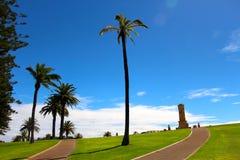 Fremantle战争纪念建筑在一蓝色鸟天 库存图片