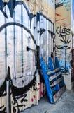 Fremantle, δυτική Αυστραλία: Πόρτα μετάλλων με τα γκράφιτι Στοκ φωτογραφία με δικαίωμα ελεύθερης χρήσης