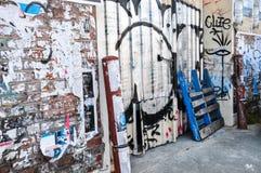 Fremantle, Austrália Ocidental: Colocação de etiquetas e grafittis Fotos de Stock Royalty Free