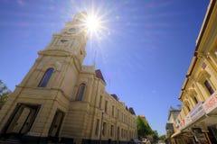 FREMANTLE VÄSTRA AUSTRALIEN - November 16, 2014 - sikt av det Fremantle stadshuset med att blossa för sol Royaltyfria Foton