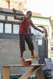 Fremantle, West-Australien - 2011: Straßenausführender an Fremantle-Straße stockfotos