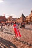 Fremde Fans des Weltcups 2018 auf Rotem Platz stockfoto