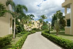 Fremdenverkehrsort mit tropischer Landschaft Stockbilder