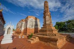 Fremder Text: Wat Yai Chom Prasat ist der Name und der untengenannte Tempelname ist Adresse dieses Tempels stockfotografie