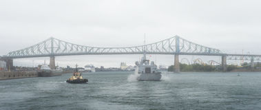 FREMM Languedoc & Svitzer Cartier tugboat. The FREMM multi-mission frigate Languedoc in fog carried out a four-day port visit in Montréal from September Stock Photo
