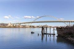 Fremont bro med blå himmel Arkivbilder